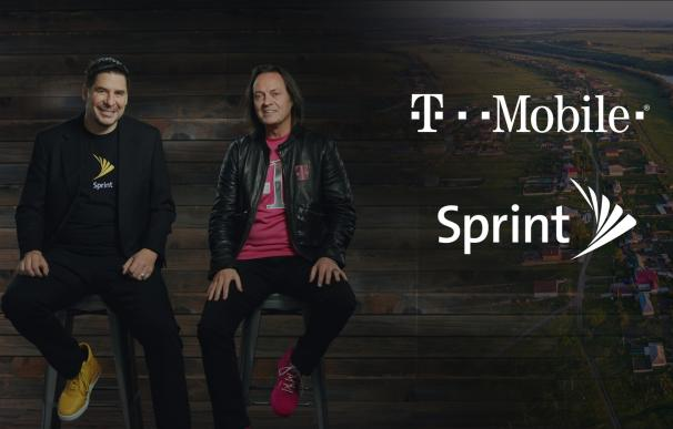 El CEO de T-Mobile, John Legere, y el CEO de Sprint, Marcelo Claure