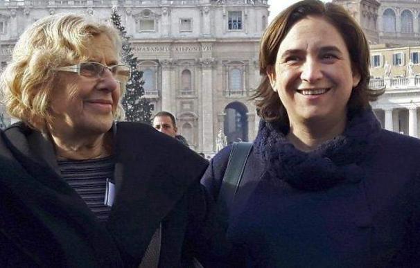 Manuela Carmena y Ada Colau en una visita al Vaticano.
