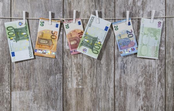 El euro pierde un 7% de su valor en un año por el frenazo económico