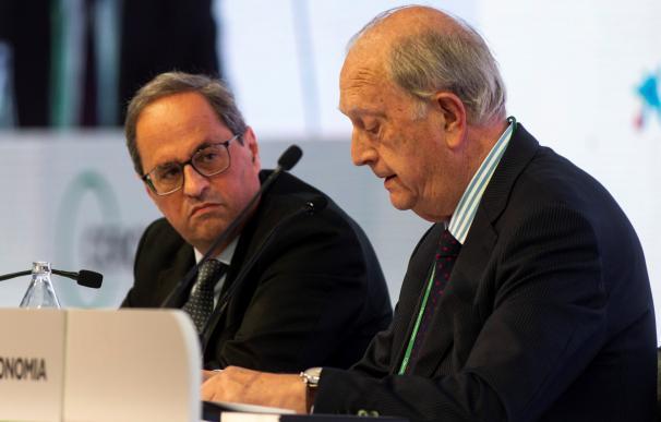 El presidente de la Generalitat, Quim Torra,acompañado por el presidente del Círculo de Economía, Juan José Bruguera (d)
