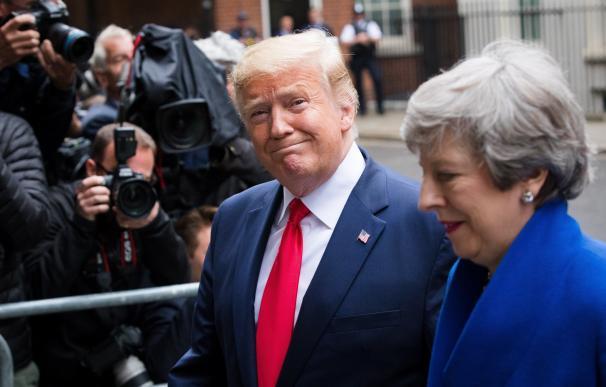 Donald Trump, junto a Theresa May