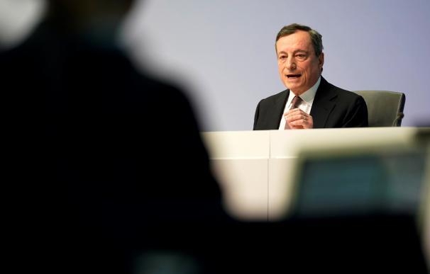 Draghi pone el dedo en la llaga de los bancos