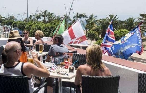 Turistas británicos en Lanzarote. /Foto: EFE