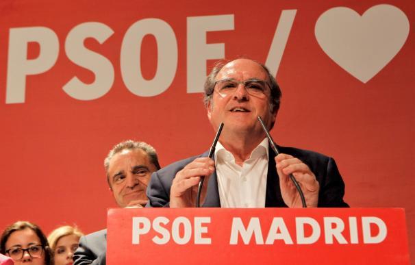 El candidato del PSOE a la Comunidad de Madrid, Ángel Gabilondo, comparece ante los medios de comunicación para valorar los resultados en las elecciones celebradas hoy Domingo.