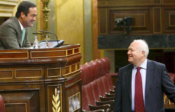 Una foto de archivo de Bono y Moratinos en el Congreso.
