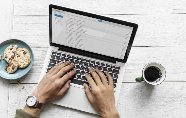 El 'email' es la principal vía de comunicación en el mundo laboral. / Pixabay