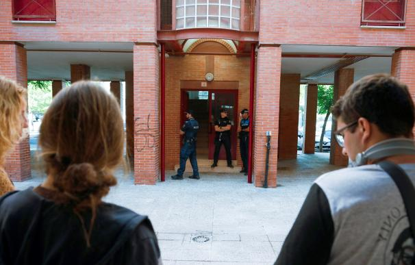 Puerta de la vivienda situada en la calle de Victoria Kamhi de Aranjuez