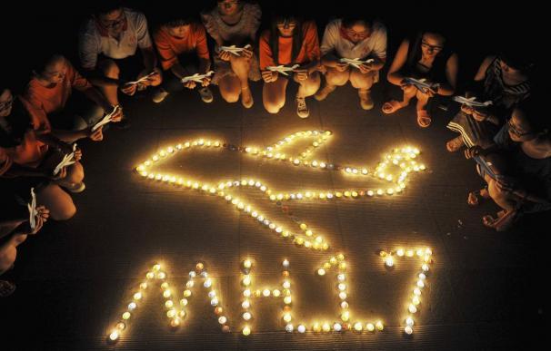 """El vuelo MH17 se desintegró en el aire sobre Ucrania tras resultar alcanzado por """"objetos"""" a gran velocidad"""