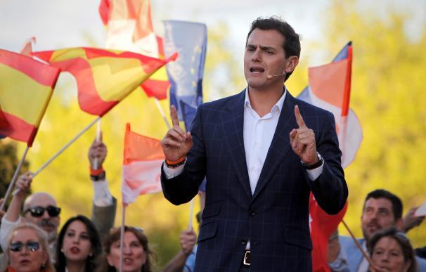 El presidente de la formación naranja, Albert Rivera, durante el acto de cierre de campaña que han celebrado esta tarde el parque Alfredo Kraus en Madrid. EFE / Paolo Aguilar.