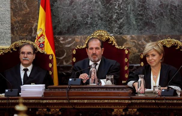 Los magistrados Andrés Martínez Arrieta (c), Andrés Palomo (i) y Ana Ferrer durante la vista pública que el Tribunal Supremo