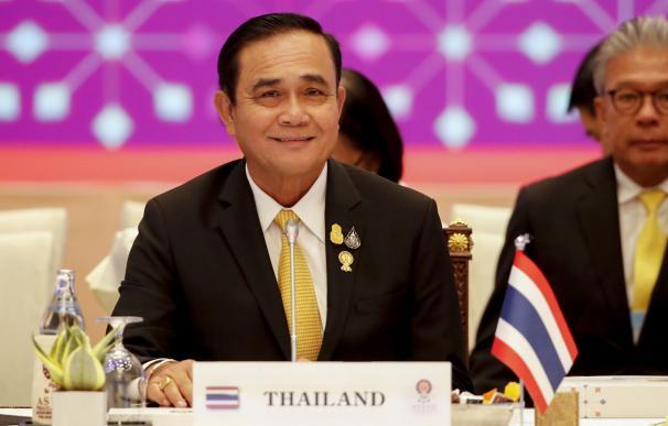El primer ministro tailandés, Prayut Chan-o-cha, preside la sesión plenaria en la 34ª Cumbre de la Asean en Bangkok. /EFE/EPA/DIEGO AZUBEL