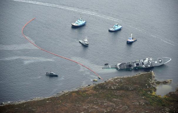 Así quedó la fragata noruega KNM Helge Ingstad tras chocar con el petrolero Sola TS en aguas de Oygarden, en la costa oeste de Noruega.(Kystverket)