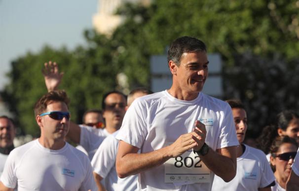 El presidente del Gobierno en funciones, Pedro Sánchez, durante la carrera. /Jesús Hellín/Europa Press