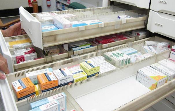 Fotografía medicamentos en una farmacia / EFE