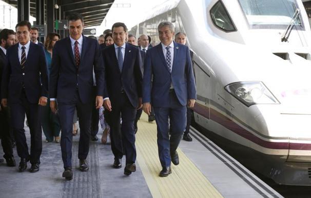 Pedro Sánchez, junto a Juan Manuel Moreno Bonilla en la inauguración del AVE a Granada