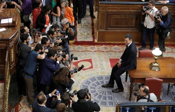 Fotografía Pedro Sánchez, antes los fotógrafos / EFE