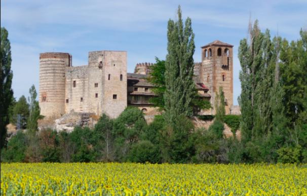 La fortaleza gótico mudéjar de Castilnovo, Segovia.
