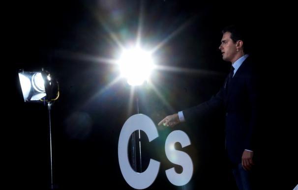 Rivera rompe con el Ibex y le insta a crear un partido si quiere un Gobierno del PSOE