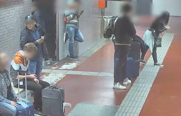 Imagen de los acusados captadas por la vídeo vigilancia. /Mossos