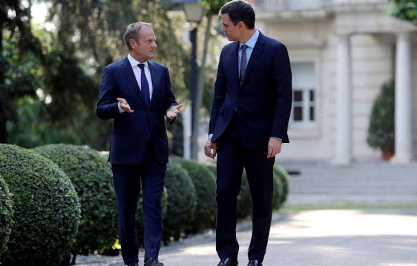 El presidente del Consejo Europeo, Donald Tusk, y el presidente del Gobierno, Pedro Sánchez, en 2018