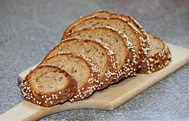 Fotografía de pan integral.