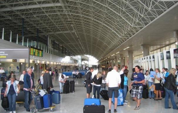 Sucesos.- Detenida en el Aeropuerto de Fuerteventura al intentar volar a Londres con un pasaporte robado