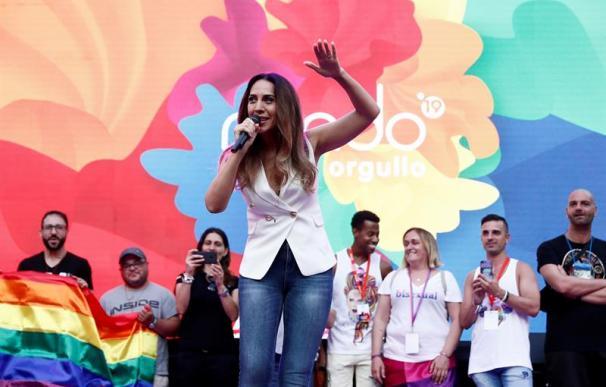La cantante Mónica Naranjo en la lectura del pregón del Orgullo 2019, esta tarde en la madrileña plaza de Pedro Zerolo. EFE/Marisca
