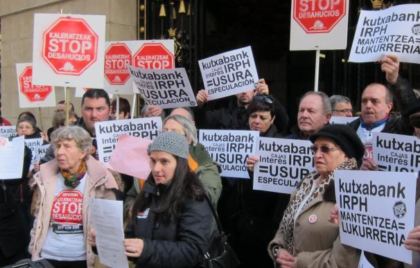 Stop Desahucios e IRPH Stop Gipuzkoa instan a partidos y coaliciones a suscribir un decálogo contra los desahucios