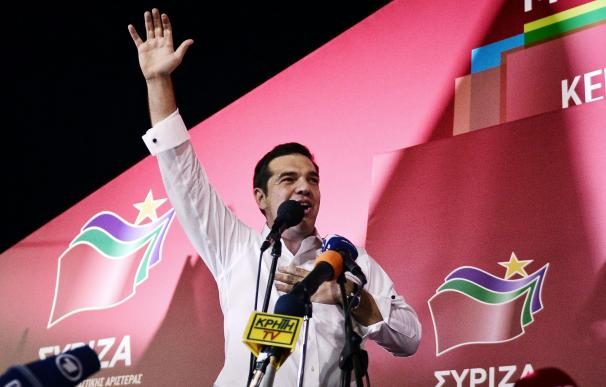 Syriza leader Alexis Tsipras addresses supporters