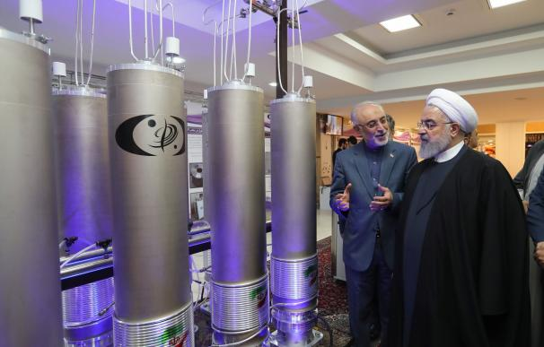 Hasán Rohaní, durante una visita a la organización de tecnología nuclear Ali Akbar Salehila en Teherán, Irán, el pasado 9 de abril. EFE/ARCHIVO
