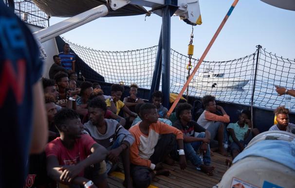 Algunas de las personas rescatadas del mar por el 'Alan Kurdi'. /Sea Eye