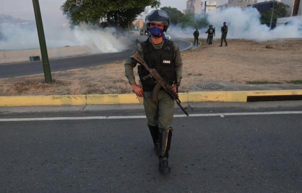 Maduro trata de sofocar el levantamiento de Guaidó con parte del Ejército