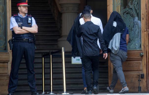 Tres de los siete acusados de la violación múltiple de una menor en Manresa (Barcelona)
