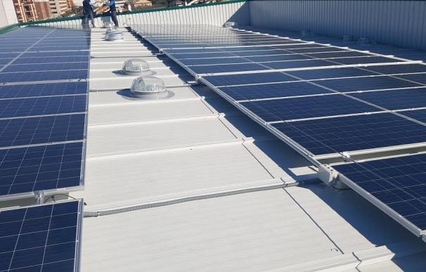 Deza instala en su cubierta el mayor sistema de autoconsumo energético de Córdoba