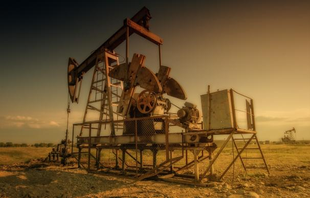 El petróleo Brent en zona de mínimos del año
