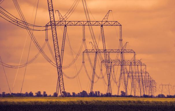 La CNMC mantendrá el recorte del 7% a las redes de distribución.