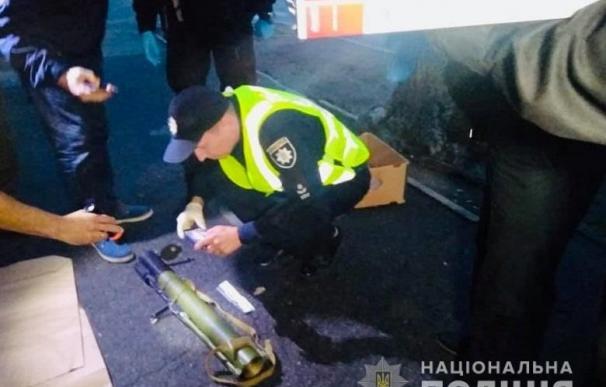 El lanzagranadas hallado en el lugar del suceso. /Policía Nacional de Ucrania