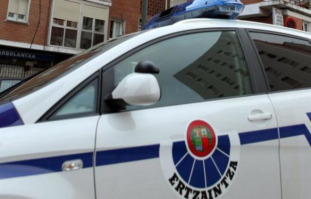 Un vehículo de patrulla de la Ertzaintza. /EFE