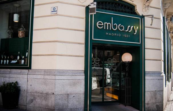 Facha de la antigua cafetería Embassy, en el paseo de la Castellana, Madrid.