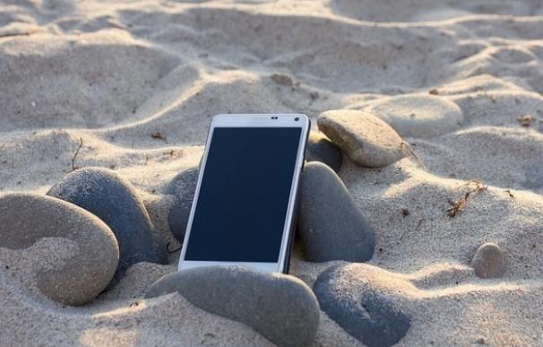 El 57% de los españoles y 60% de europeos usa el móvil con límites en viajes por la UE pese al fin del roaming