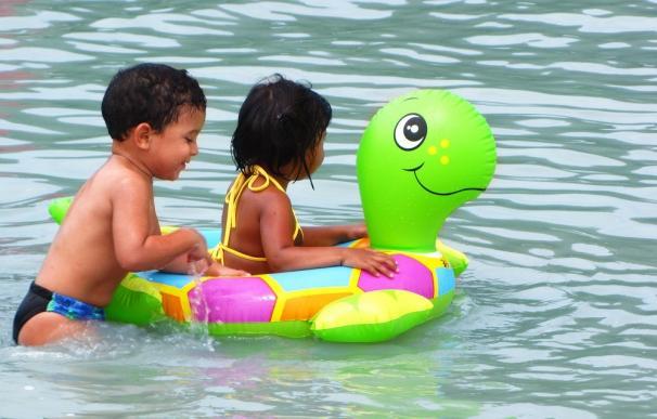 Sanidad desaconseja el uso de flotadores hinchables si no se sabe nadar