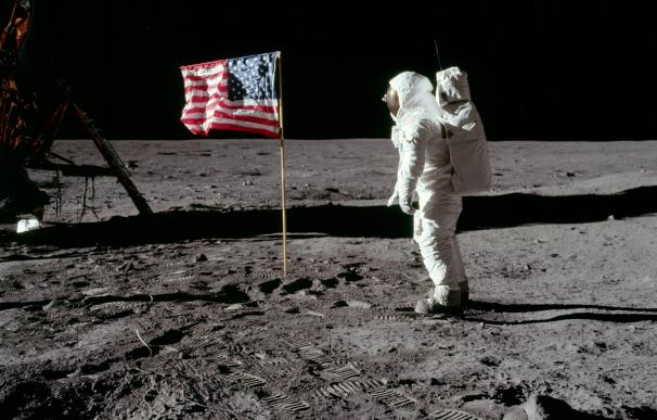 La NASA subasta por error una bolsa con restos lunares recogidos por el Apolo 11