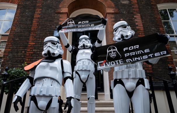 Manifestantes contra Boris Johnson piden que Darth Vader sea primer ministro