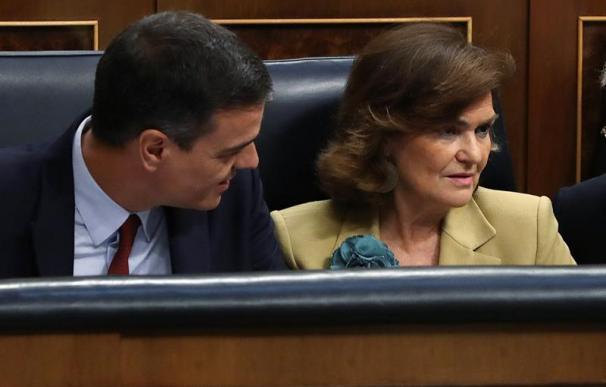 Sánchez, junto a Carmen Calvo en la sesión de investidura