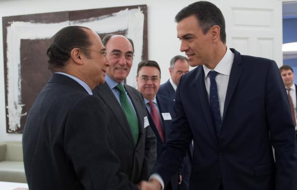 Sánchez se reune en Moncloa con inversores y empresarios