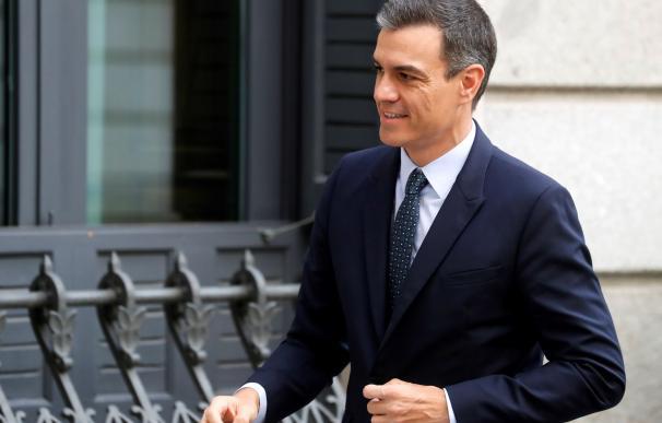 Pedro Sánchez a su llegada hoy martes al Congreso de los Diputados. EFE