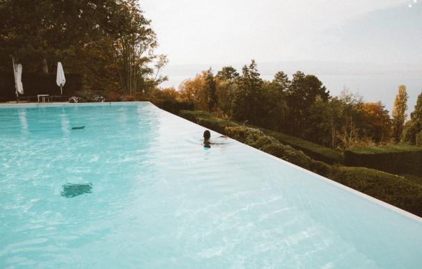 El airbnb de las piscinas llega a España