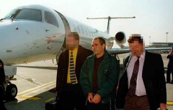 El ex dirigente de ETA, 'Baldo' en el momento en que fue detenido en 1998. / EFE