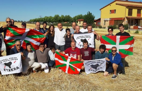 Sale de Topas (Salamanca) el preso de ETA Xabier Ugarte. /ETXERAT