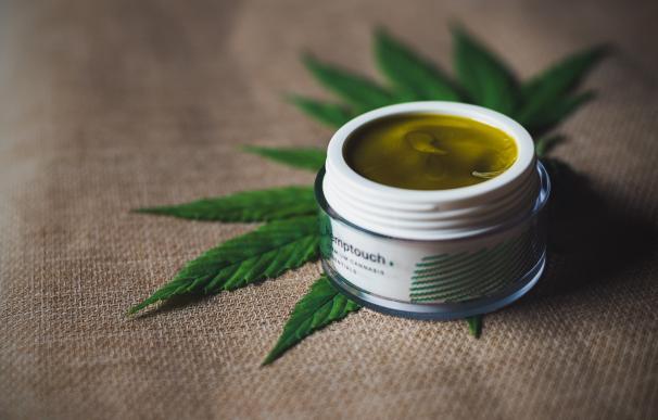 Crema corporal compuesta por cannabis